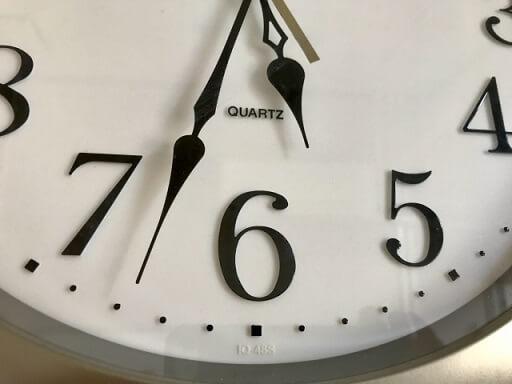 5時越えを示す時計