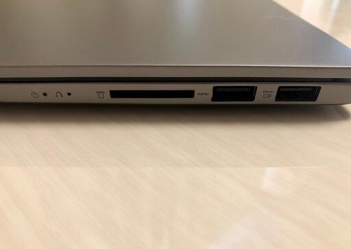 IdeaPad S540 (15)の右サイドのインターフェース