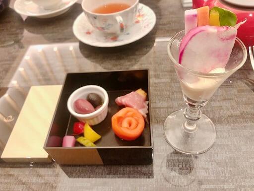 ザ・キャピトルホテル東急のラウンジの洋食と野菜ディップ
